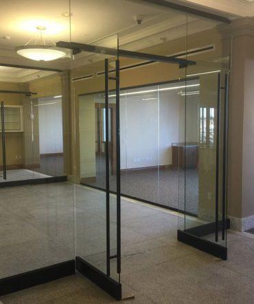Interior commercial glass design services